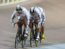 Das Teamsprint-Trio mit Robert Förstemann (Gera), Maximilian Levy (Cottbus) und Stefan Nimke (Schwerin) hat in 43.968 s die Qualifikations-Bestzeit geschafft.